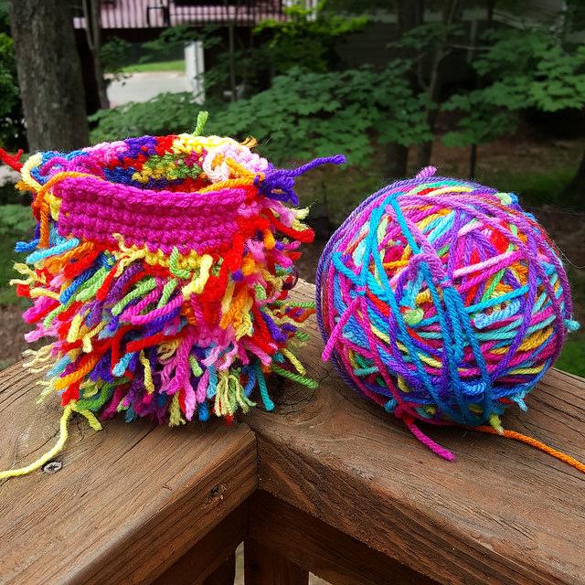 scrap yarn crochet cat and scrap yarn ball, crochetbug