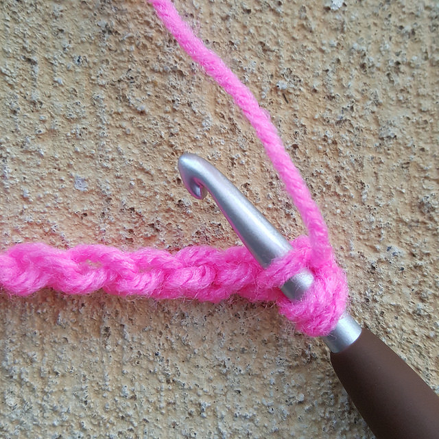 crochetbug, crochet, double crochet, foundation chain, crochet technique, crochet toolkit