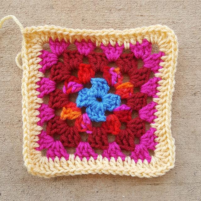 A five round crochet granny square