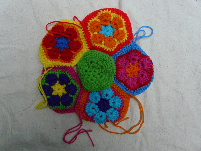 How to join a crochet pentagon to the center for the crochet hexagon panel