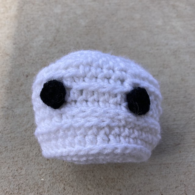 The crochet mummy head gets crochet eyes