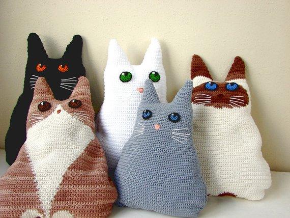 Crochet cat pillow