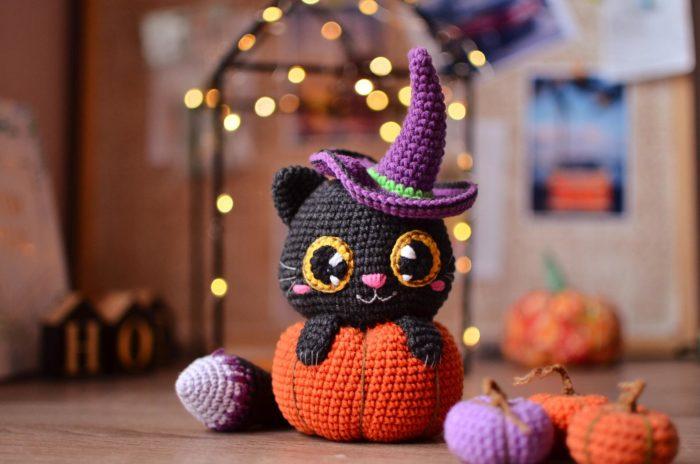 Cat in Pumpkin Crochet Pattern