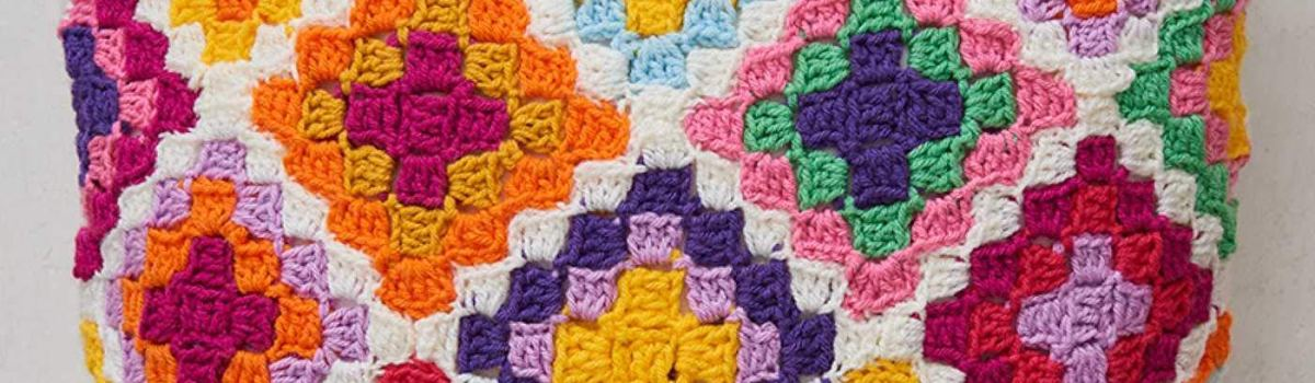 Colorful Crochet: 35 designs to bring the benefits of color into your life by Emma Leith