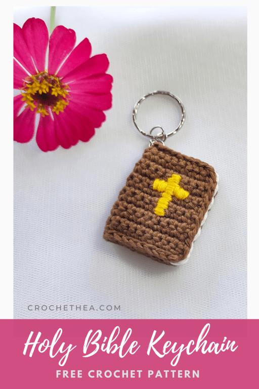 gantungan kunci Alkitab rajut pinterest