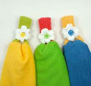 Free Crochet Pattern: Daisy Towel Holder
