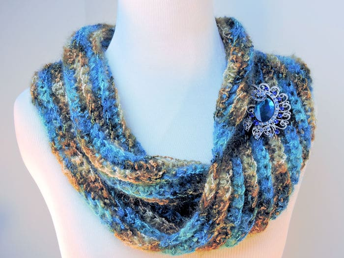 Easy Sea Bling Cowl | CrochetKim Free Crochet Pattern