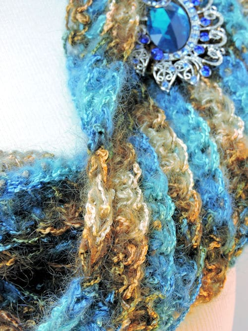 Easy Sea Bling Cowl | CrochetKim Free Crochet Pattern