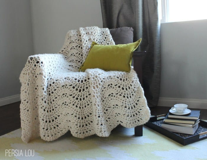 Free Crochet Pattern: Chunky Feather and Fan Throw