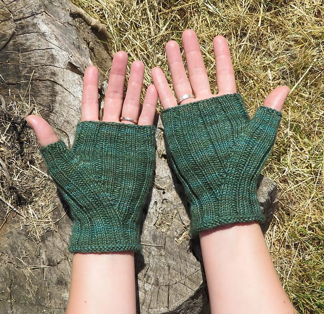 Free Knit Pattern: Pioneer Gloves