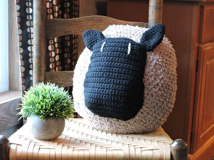 Love My Sheep Pillow | CrochetKim Free Crochet Pattern