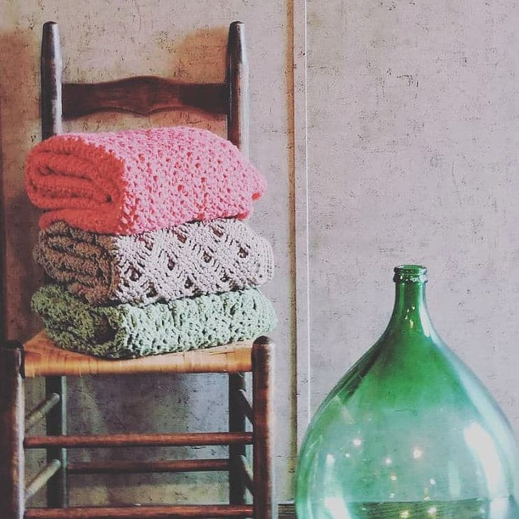 Romantic Lace Throw | CrochetKim Free Crochet Pattern