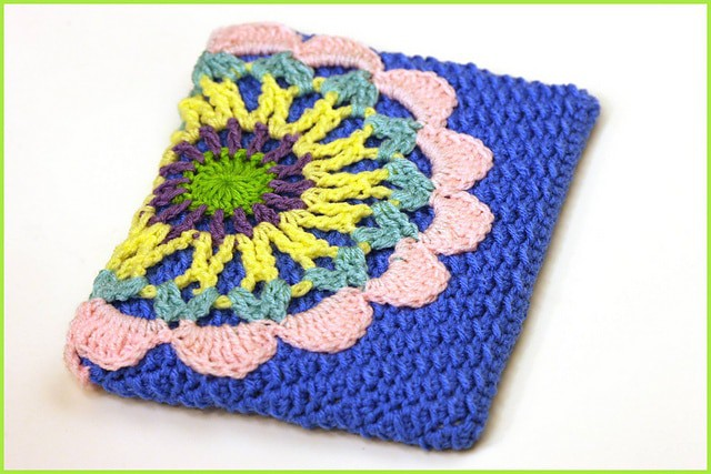 Link Blast: 10 Free Crochet Patterns for Electronics Cozy Cozies