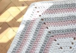 Hexagon Crochet Rug Pattern How To Make A Crochet Hexagon Rug Combining Super Chunky T Shirt