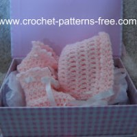 Basic Baby Booties and Bonnet ~ Free Crochet Patterns and Designs by LisaAuch