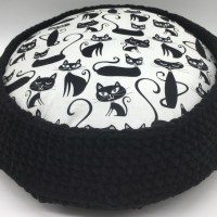 Quick & Easy Crochet Pet Bed by Viana Boenzli from maplewoodroad.com