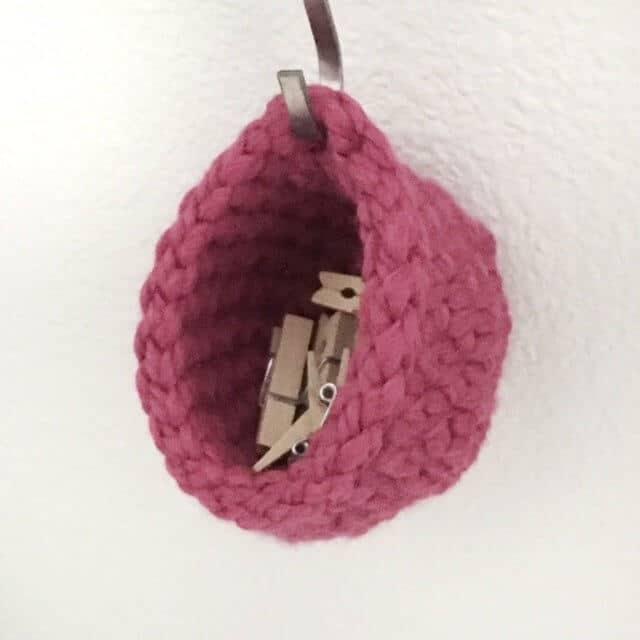 Free crochet pattern for 3 tiny baskets