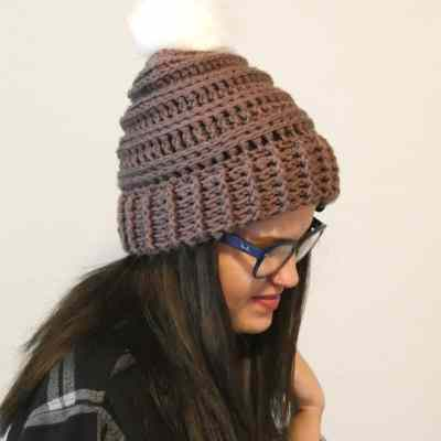 OMG This is the squishiest hat I've ever made and the double brim makes it double warm! This ribbed double brim hat was so easy to make and came out so soft. I just love it. #ribbeddoublebrimhat #doublebrimcrochet #crochetdoublebrim #crochetpattern #freecrochetpattern #crochetforchristmas