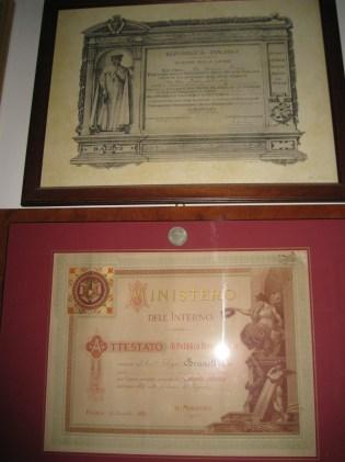 Numerose le lauree, titoli di studio, onorificenze civili, militari e cavalleresche