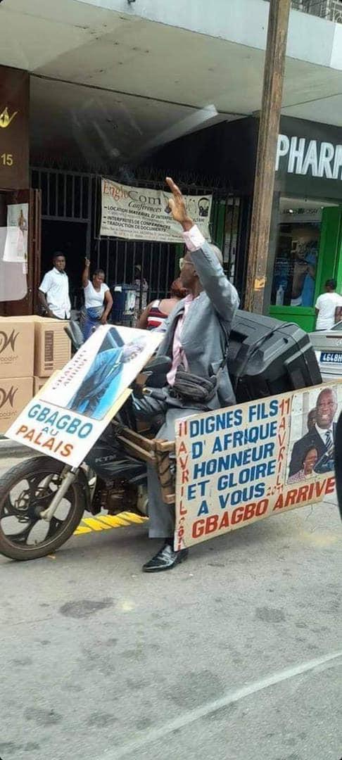 Accueil de Laurent Gbagbo, des bâches prévues