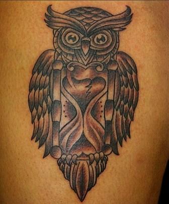 Traditional owl on Brenda. Thigh. 2013
