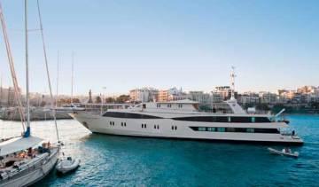 Le navire Harmony V de Variety Cruises à la mer rouge