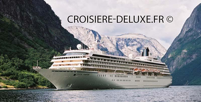 Vue extérieure du bateau le Symphony lors d'une croisière Crystal Cruises