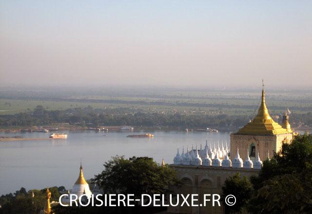 L'Irrawaddy est un fleuve d'Asie du Sud-Est d'environ 2 170 km de longueur. C'est le principal cours d'eau de la Birmanie