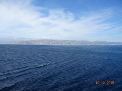 Au loin la côte Calabraise apparait
