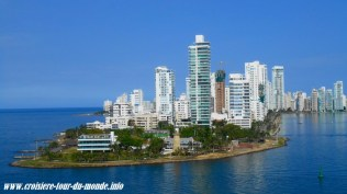 Escale à Cartagena en Colombie le Costa Luminosa sort du port