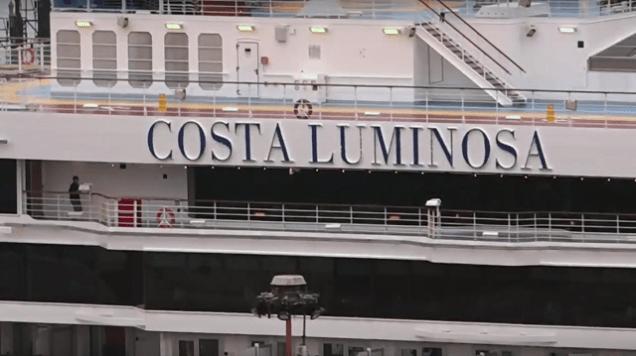 Croisière tour du monde Australe 2017 Costa Luminosa à quai au port de Valparaiso 14