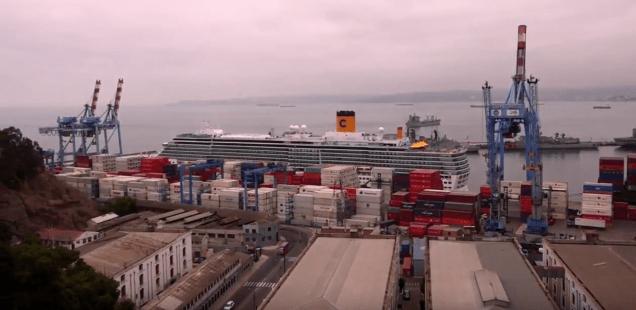 Croisière tour du monde Australe 2017 Costa Luminosa à quai au port de Valparaiso 4