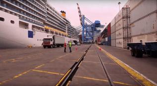 Croisière tour du monde Australe 2017 Costa Luminosa à quai au port de Valparaiso 9