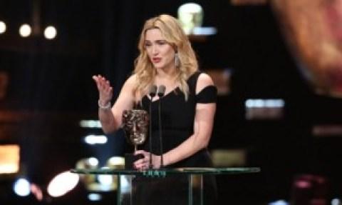 """Kate Winslet em seu discurso de agradecimento após receber o premio de Melhor Atriz Coadjuvante em """"Steve Jobs"""""""