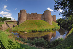 image from http://www.photographers-resource.co.uk/a_heritage/Castles/LG/Wales/White_Castle.htm