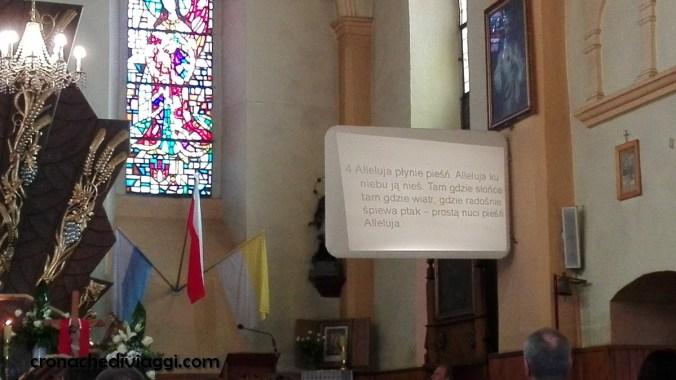 Una provvidenziale installazione per seguire i canti in chiesa... a sapere il polacco!