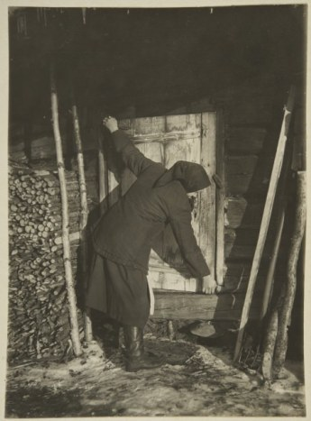 Anni Rissanen casting a spell (Maaninka, 1920s)