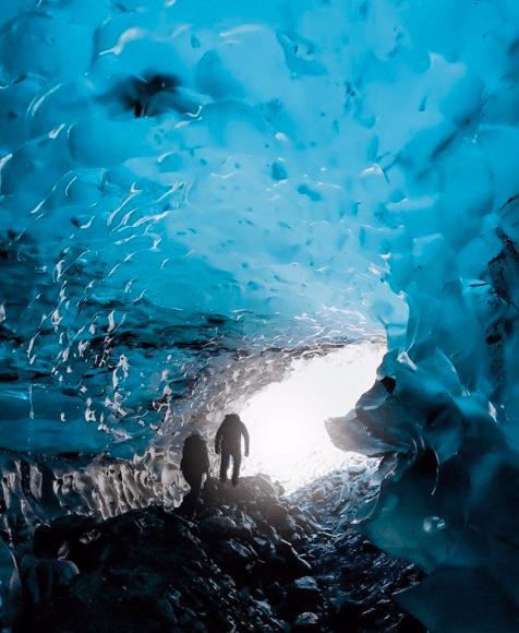Caminando sobre el glaciar perito moreno con un seguro de viajes