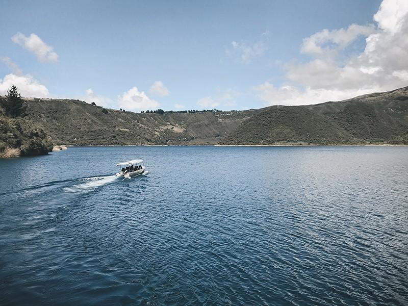 Paseo en abrco en la laguna de Cuicocha