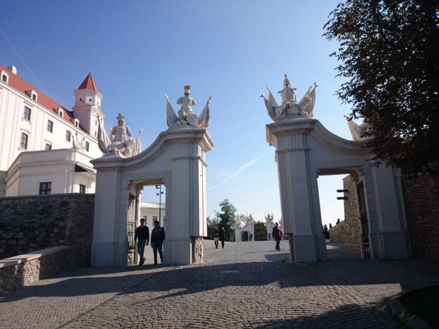 Acceso al Castillo de Bratislava. Qué ver en Bratislava.