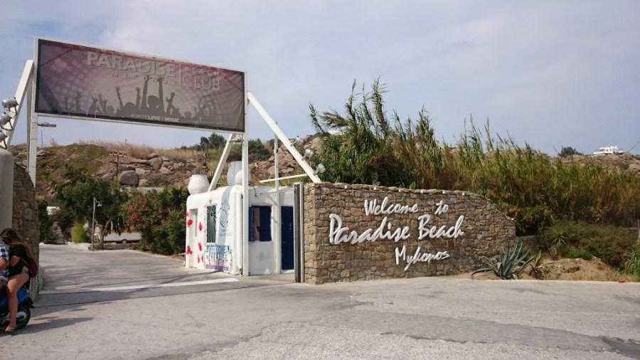 Playas en Mykonos, entrada a Paradise beach.