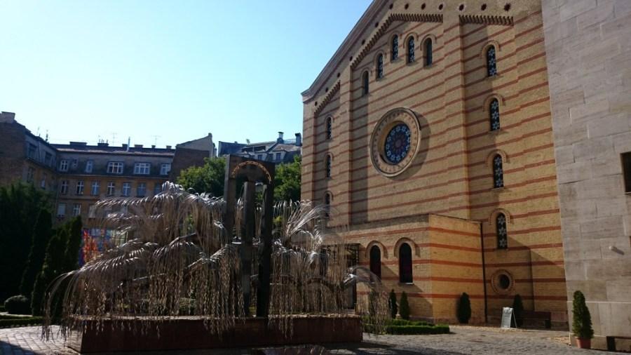 Qué hacer en Budapest. Árbol de la vida en la Gran Sinagoga