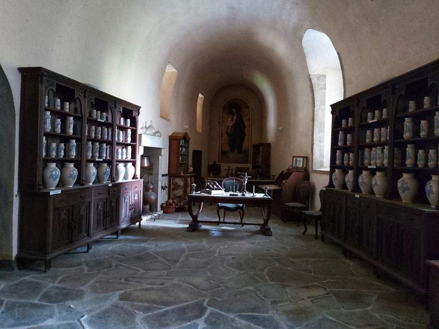 Monasterio de Samos. Antigua botica.