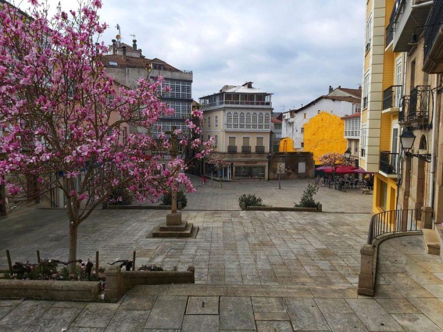 Qué ver en Monforte de Lemos. Céntrica Plaza de España.