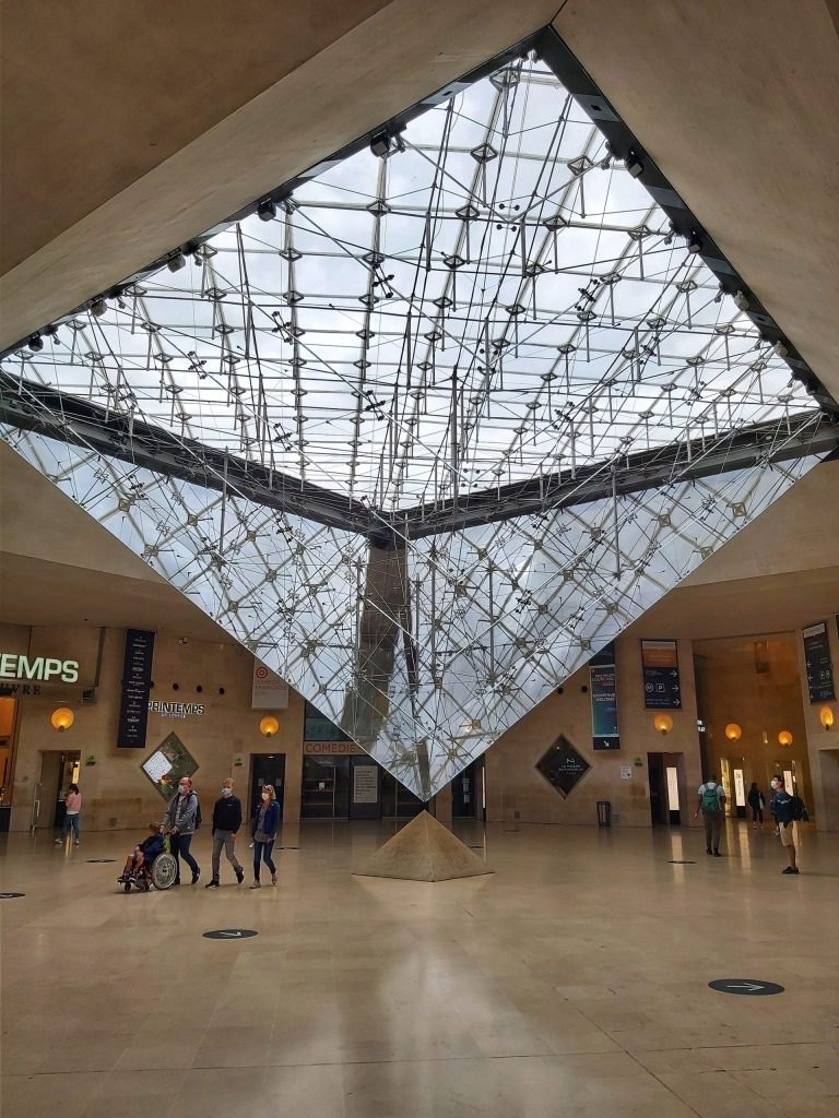 Qué ver en París en 3 días. Pirámide Invertida