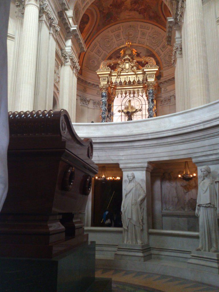 Tumba Napoleón e interior iglesia Inválidos.