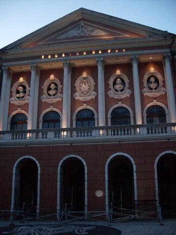 O Teatro da Paz, ainda de madrugada