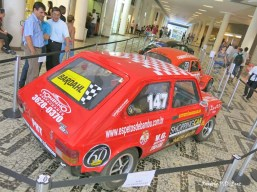 Fiat 147 que disputa a categoria de carros históricos em Interlagos