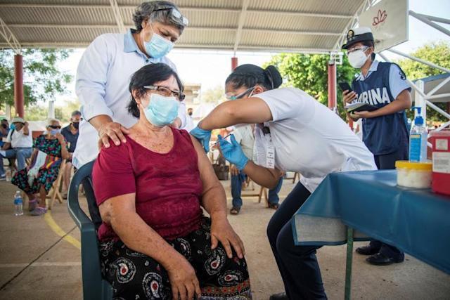 México busca envasar en el país la vacuna rusa