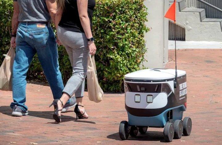 Vecinos acostumbrados a ver robots en las calles